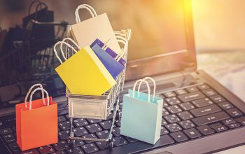 8 Advantages of an LMS with eCommerce for Online Training